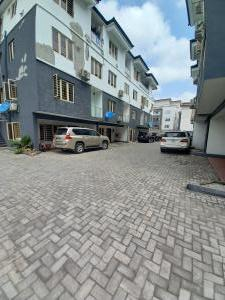 3 bedroom Flat / Apartment for sale ebute meta west  Ebute Metta Yaba Lagos