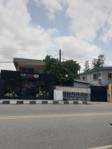 6 bedroom Detached Duplex House for sale - Bode Thomas Surulere Lagos